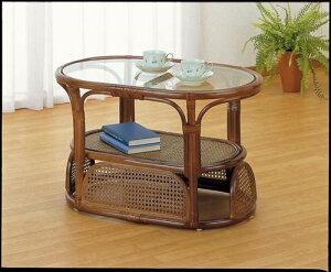 ラタン&ガラスの天板や落ち着いた色合いがアジアンリゾートの雰囲気。テーブル