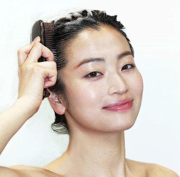 最新モデル スカルプブラシCOMハード(グレー)(硬さ:かため)髪の長さ(ミディアムロング用)エスハートエス株式会社S・HEA