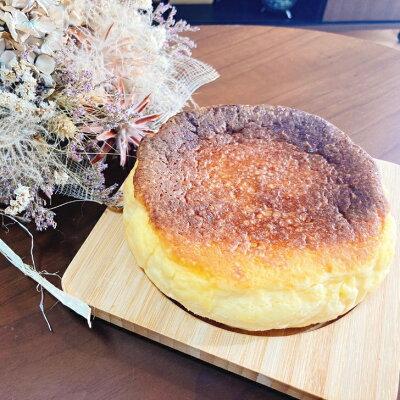 月のウラガワ【バスクチーズケーキ】