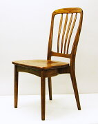 アメリカンカントリー・ソリッドオーク(無垢材)の椅子テーブルの形を選ばないシンプルな椅子。木の椅子なのに、もたれると、柔らさを感じる。そのように曲げ、削って、組み立ててあります。