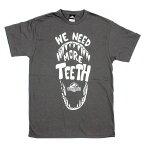 FIFTH SUN ユニセックス Tシャツ【ジュラシック・ワールド JWOR0099 We need more teeth ダークグレー】