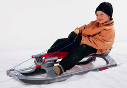 Lori 玩具兒童滑雪雪橇雪橇滑行順利在德國製造的玩具兒童玩具騎洛裡玩具雪扒犁迷你的雪地上
