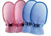 甲側にメッシュ素材,下は固くないスチロール素材、風通しが優れている介護手袋