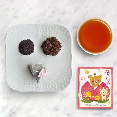 桃の紅茶の茶葉と水色