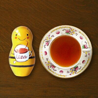 ハニーキャラメルティーの缶とティーカップ