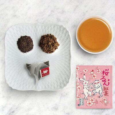 桜るん紅茶の茶葉と水色