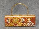 234-送料無料 振袖用バック 古典柄が上品な一点物です。オレンジ地に古典柄で織られた帯地を使用している艶やかで豪華な逸品です。成人式 卒業式 結婚式などのフォーマルシーンにおすすめ。日本製 正絹です。 1