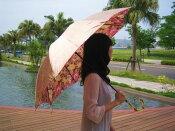 店長おすすめ!おしゃれな女性用雨傘〜外側無地、内側の花柄が綺麗なレディース雨傘です☆〜
