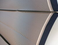 Komiya◆LaCima(ラシーマ)◆雨晴兼用紳士傘色【オールドアフィニティ・ブラック】昭和の「裏縞絹紬」を現代の技術で再現した小宮商店の傑作。カーボン16間、職人技のえごの樹ハンドル。高密度の甲州織に撥水耐水UV加工を施した雨晴兼用ハイエンドモデル