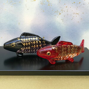 ガラスの鯉を端午の節句のお祝いに!【塗り台付き】双鯉錦<ガラス作家国広育伸>