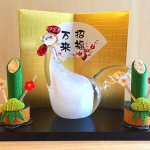 Writer Naoki Kashiwamura Zodiac figurine Bremen rooster floor board / gold folding box / boxed glass with Kadomatsu