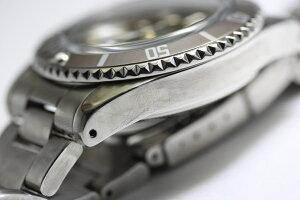エイジング加工を施したヴィンテージ・デザインのVAGUEWATCHCo.【ヴァーグ・ウォッチ・カンパニー】GLYFAD自動巻き腕時計/100m防水