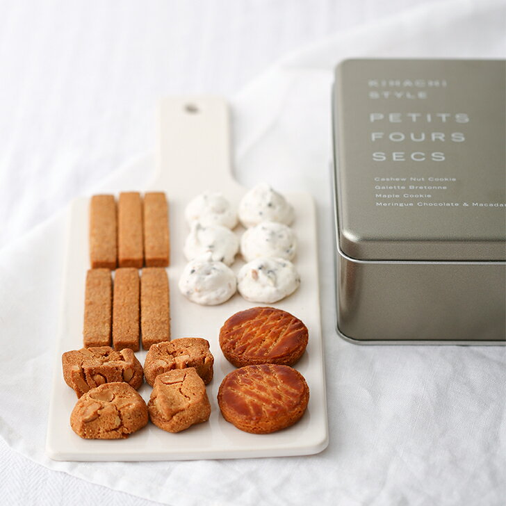 バターの風味にこだわるキハチのクッキーギフト缶です。サクサクの歯ごたえに上品な甘さがたまりません……! メレンゲクッキーは少しめずらしいチョコチップ入り。ついつい手が伸びちゃう4種類を、ぜひ堪能してください♪