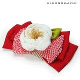 リボンコーム髪飾り「赤色リボン×白色のお花」卒業式の袴に正絹リボンお花コームつまみのお花髪飾り(T-452)<H>【メール便不可】