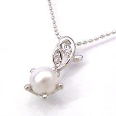 【本真珠×ダイヤモンドネックレス・クイーンフルール】一夜だけしか咲かない純白の花・月下美人…静かに花開くときを待つつぼみのイメージして、しっとりとした優しい光沢のパールでやさしい雰囲気のネックレスをお作りしました☆ 華奢 シン ボタニカル柄 ブランド