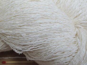 【麻スラブ】  手織りにも手編みにも。いろいろな太さ、種類の麻糸を取り揃えています。