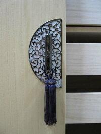 唐草模様の真鍮の前飾り