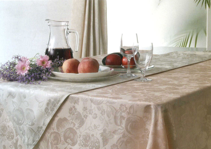 【VEGATEX】ベガ 食卓を飾るテーブルクロス[ファブリック]ハーベストホーム 140×230cm ハーベストホーム テーブルクロス