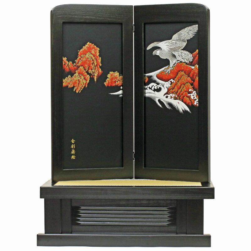 """良心価格、安心品質宣言 台屏風セットのアップです。金彩蒔絵で描かれた、勇壮な""""鷹""""柄の高級台屏風"""