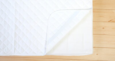 防水キルトパッドベビーサイズ(70×120cm)赤ちゃんのおねしょを布団に浸み込ませない防水パット!ベビー布団の必需品、撥水シーツカバーに吐き戻しを防ぐ防水敷きパッド敷パッド敷き布団を汚れから守るベビー布団用防水シーツ赤ちゃんおねしょシーツ