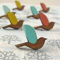鳥のスタッドピアス・木製・ニュージーランドデザイナーズアクセサリー【ナチュラルナチュリラリンネル森ガールかわいいサージカルピアス】