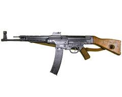 騎兵銃、短機関銃、自動小銃を統合した性格を持つ銃として開発された、StG44! StG44 アサルト...
