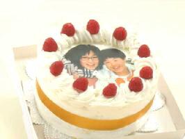ちょっとしたプレゼントやお祝いに丁度いい「5号サイズ」写真ケーキ(丸) 5号 生クリーム