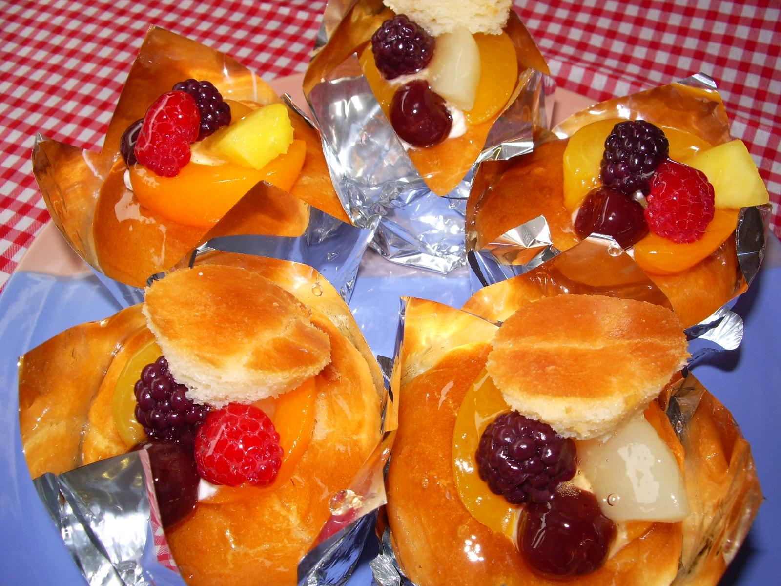八王子の手作りケーキ専門店、ジュール・ド・ロワで販売しているサバラン。「昔ながらの味!」と評判です。ラム酒のシロップがじゅわっとあふれる大人の味わいは、リピーター続出。
