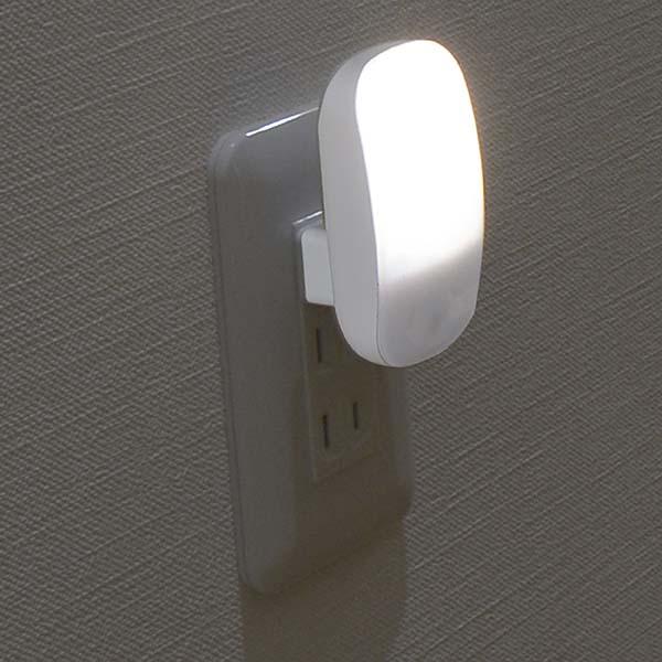 オーム電機 センサーライト led 屋内 LEDナイトライト 明暗センサー 光センサー付 自動点灯 自動消灯 ledライト 常夜灯 足元灯 フットライト おしゃれ 電球色 昼光色 NIT-AL2LA NIT-AL2DA[あす楽]