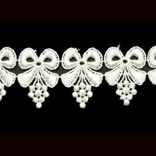 ケミカルレース生地 花 モチーフ オフホワイト 切り売りオフ白 約35mm幅国内生産なので安心ベビー、子供服、婦人衣料、手芸ブライダル、インテリア、和装小物レーヨン糸を使用した高級感漂うケミカルレースです