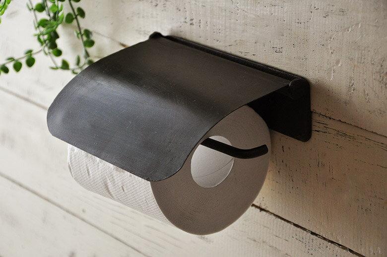 もっともポピュラーな壁掛けタイプ。どこでも壁の好きなところに付けられるメリットがあります。壁下地が木材の場合、直接ねじ止めするだけで簡単に取り付け可能。壁下地が石膏ボードの場合、アンカーボルトを使用します。