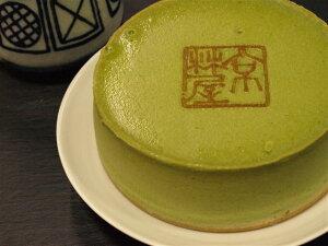 林屋自慢の抹茶と濃厚なクリームチーズをふんだんに使った、重厚感たっぷりのチーズケーキです...