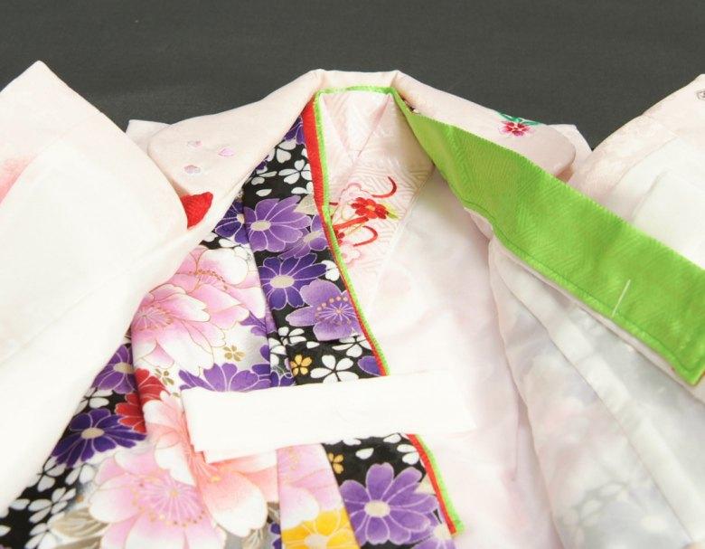 七五三着物3歳 女の子 被布セット マユミ 黒グレーグラデーション 被布淡いピンク 刺繍桜 芍薬 足袋付き12点フルセット