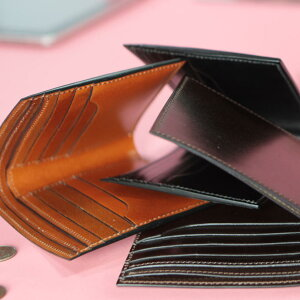 メンズオールコードバン【CORDOVAN】日本製二つ折り財布カード小銭入れ無しMADEINJAPANブリットハウス【BRITHOUSE】KINGOFLEATHERの称号を持つコードバンlbh0006010-0046ダークブラウン【DarkBrown】【楽ギフ_包装】【送料無料】