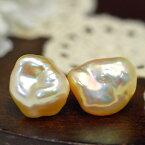 メタリック バロック 淡水真珠 ピアス/イヤリング ナチュラル感あるバロックに浮かぶ虹色!選り抜き特級のメタリックなまでに輝く真珠です