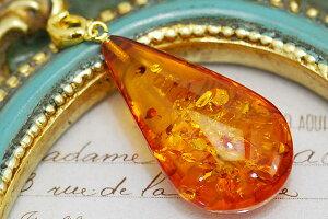 琥珀ペンダントトップ 黄金の花びらのようなグリッターきらめく大粒琥珀