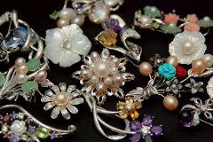 真珠や天然石を散りばめたブローチ よりどり選べる嬉しいバリエーション♪