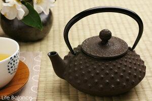 南部鉄瓶 岩鋳 急須・カラーポット3型 平アラレ (こげ茶) (茶こし付) 12241