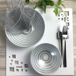 スクエアマット ホワイト 折敷 ランチョンマット木製。四角い抜き模様からテーブルクロスの色を楽しめます。テーブルコーディネートに大活躍するテーブルウェア・おもてなしアイテム。贈答品 プレゼント おうちごはん 日本製