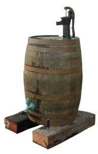 【送料無料】エコはもちろん洋酒樽がとってもおしゃれ♪リユースオーク樽雨水貯留槽180L 雨水...