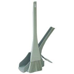 ベランダの側溝掃除に便利なホウキとチリトリ