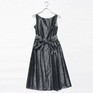 [Outlet] Genevivian Genet Vivien Besticktes Kleid mit Gürtel (silbergrau)