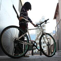 送料無料カギ・ライト付きクロスバイクTOPONE(トップワン)26インチクロスバイクシマノ6段変速ギアカギ・LEDライト付ATBMCR266-29おすすめクロスバイク自転車26インチCROSSBIKE【RCP】