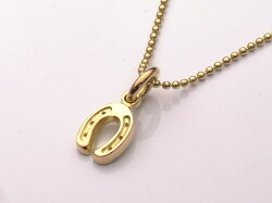 【K18イエローゴールド】18金製の蹄鉄(馬蹄)ペンダントトップ【ラッキーチャーム】