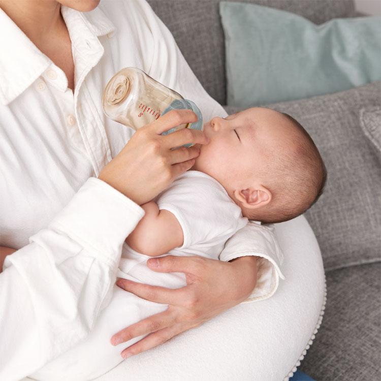 授乳クッション抱き枕西川妊婦授乳クッション京都西川カバー洗える日本製綿100%出産祝いプレゼント赤ちゃん枕ベビーかわいいシンプルウォッシャブル授乳枕産後マタニティまくらおしゃれテレワーク在宅