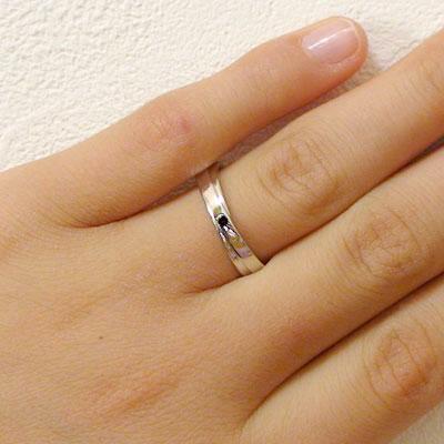 ペアリング:ホワイトゴールドk18:結婚指輪:マリッジリング:ダイヤモンド/ブラックダイヤ:ペア2本セット/K18wg指輪ダイヤ0.02ct/ブラックダイヤ0.02ct:2本のラインがクロスしたデザイン