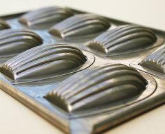 品質抜群の千代田金属製シリコン加工 貝型マドレーヌ型 8ヶ付天板 【CHIYODA千代田】