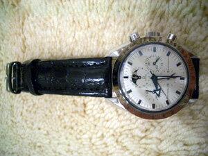 時計ベルトをモレラートのティポブライトリングに交換したオメガ スピードマスタームーンフェイズ