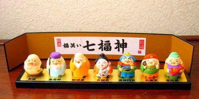 万兵の手作り七福神置物。幅20cmでどこにでも飾れます。縁起の良い贈り物 七福神ミニ置物セット