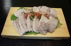 韓国で今はやりの茹で豚です。厳選した国産豚のバラブロックを茹でてあっさり塩味でいただきま...